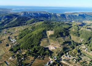 aerial view of domaine de la font des pères winery