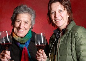 Two winemakers are tasting amazing wines from Le Franghe.