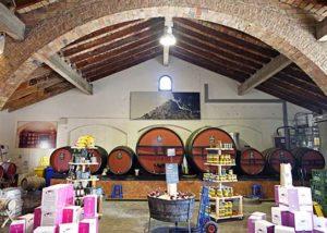 Empordàlia_wine barrel and boxes showcase_2