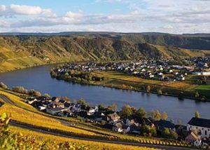Hoffmann-Simon_beautiful town on a riverbank_4