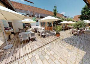 Weingut Krispel_outdoor tasting area_6