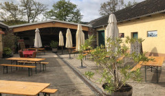 The sunny terrace at the Weingut Robert König