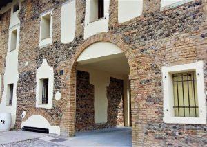 Photo of an old stone estate of the Borgo delle Oche winery.