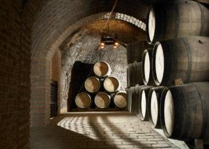 hilo de ariadna large barrels for wine aging processes inside wine cellar