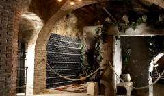 hilo de ariadna many bottles stored on wooden shelves inside winery