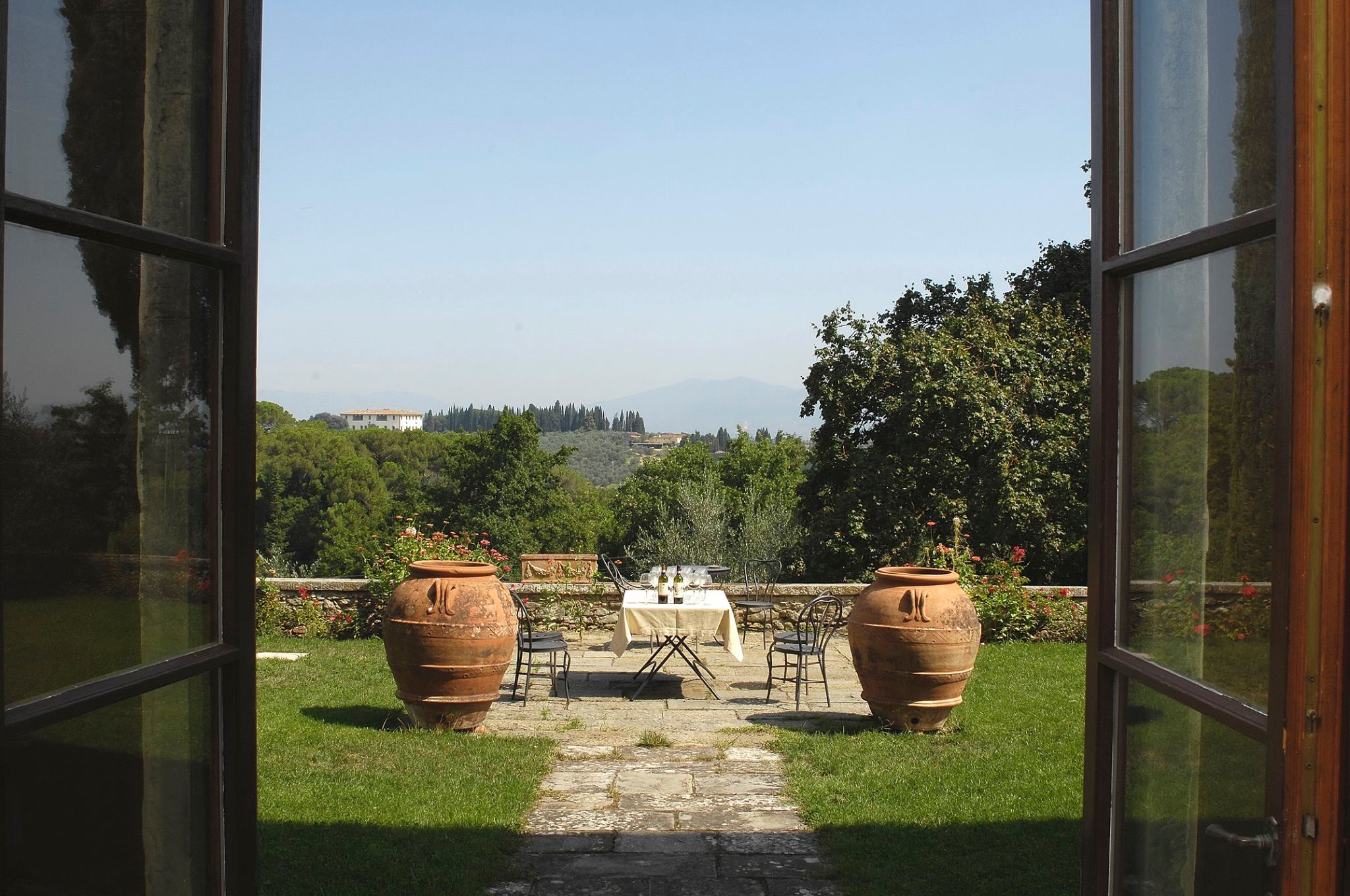 Tables for wine tasting and two large amphoras in Fattoria Montanine winery.
