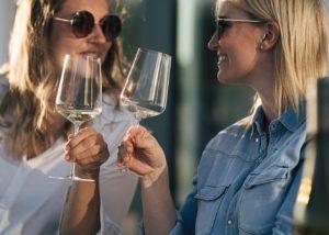 Two women enjoying theit wines at Weingut dreissigacker winery