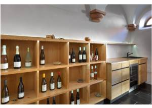 wine displayed at weingut scherner-kleinhanss