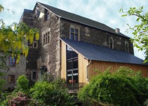 Close shot of the main building of Weingut Schlöder - Thielen- winery.