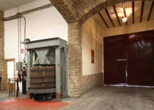 Bodegas Corellanas- pressing machine