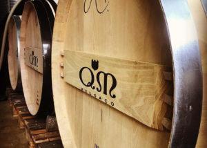 Wine barrel with the logo of the Quintas de Melgaço winery