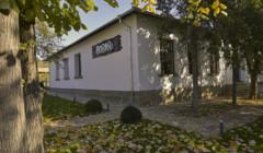 yalovo winery amazing white estate and beautiful courtyard