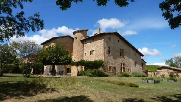 Main building of château de pravins